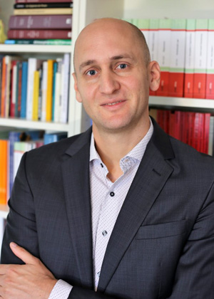 Dr. Christian Julmi